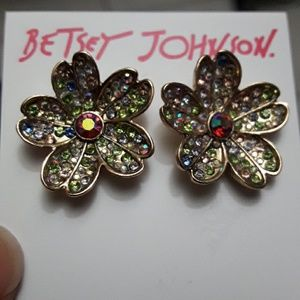 🆕️Betsy Johnson lovely earrings NWT